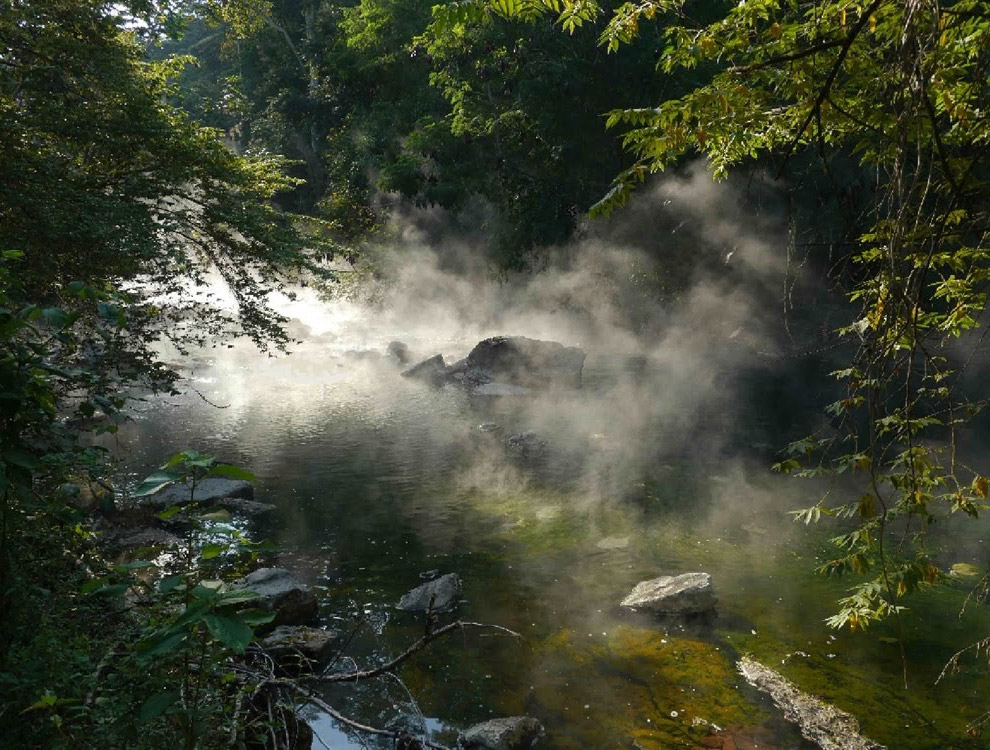 Уникальная кипящая река в джунглях Амазонки