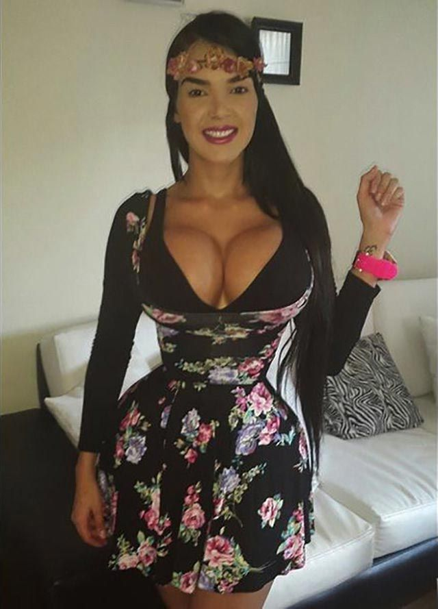 Алера Авендаро, Aleira Avendaro, Алера Авендаро талия, модель носит корсет для талии