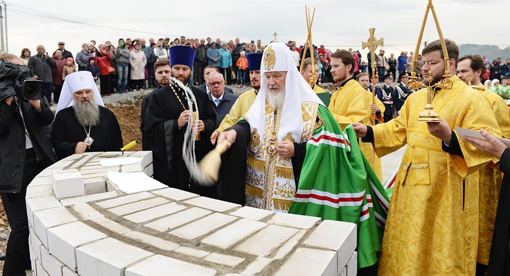 Патриарх заложил храм в честь покровителей брака