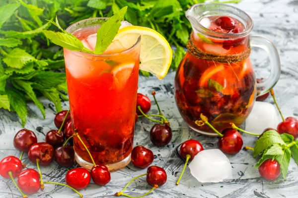 Безалкогольные напитки. Черешневый лимонад