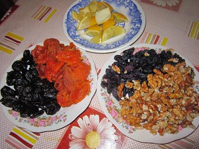 курага, изюм, чернослив, грецкие орехи,  мед, лимон