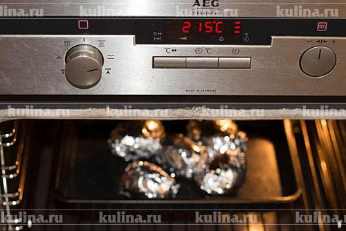 Поставить противень в разогретую до 200-215 градусов духовку и запекать до готовности около 30-40 минут.