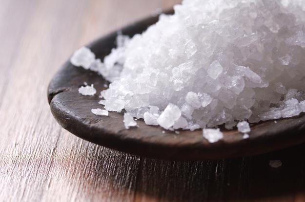 Соль – незаменимый помощник в хозяйстве: 10 секретных приемов