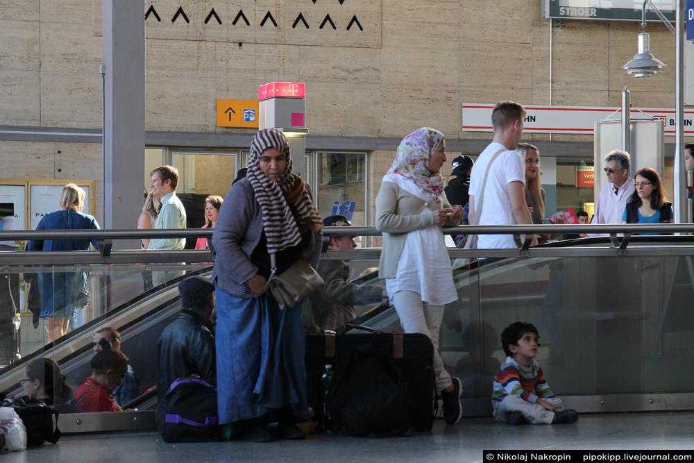 Польза Пятой колонны. Беженец из Афганистана отвечает на вопрос, почему он не поехал в Россию