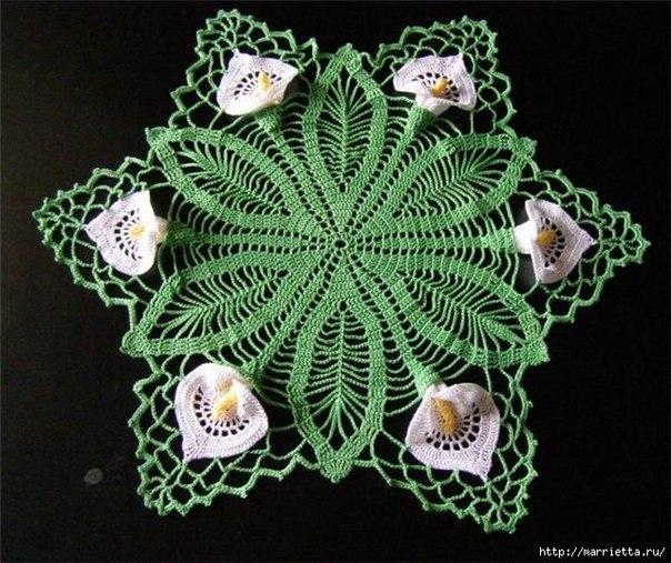 Круглая салфетка крючком с цветами каллами. Схема