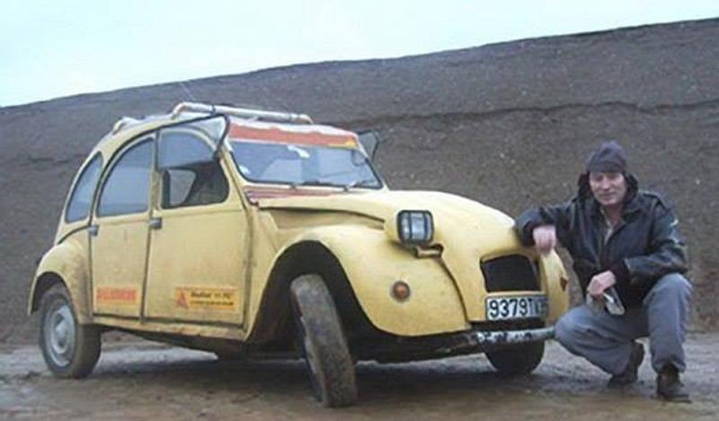 Его машина сломалась посреди пустыни. Но он нашел выход из ситуации!