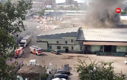 В центре Москвы произошел крупный пожар в ангаре