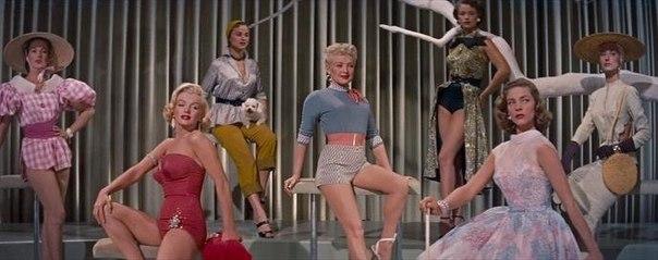 Мэрилин Монро, Бетти Грейбл и Лорен Бэколл в фильме «Как выйти замуж за миллионера», 1953 год.