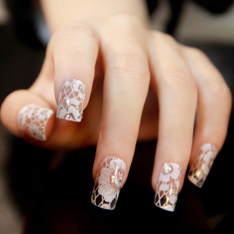 Цветы на прозрачных ногтях