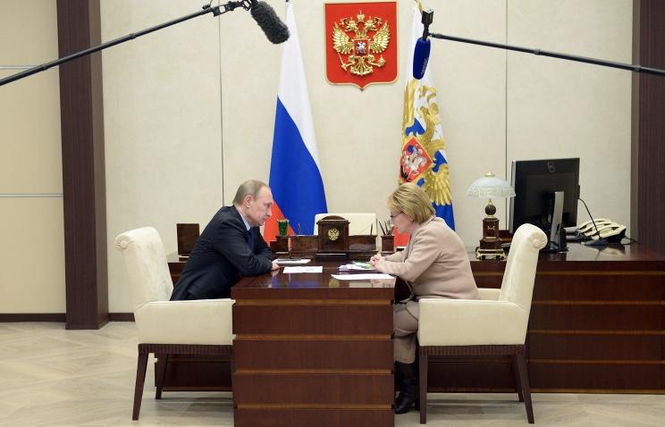 """""""Пить стали меньше?"""": Скворцова рассказала Путину об увеличении продолжительности жизни россиян"""
