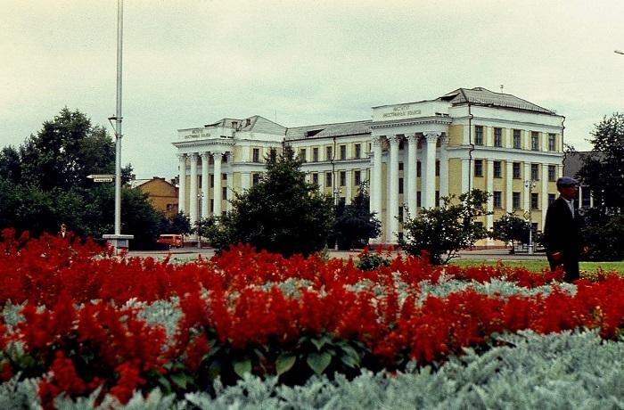 30 колоритных ретро фотографий из путешествия в Иркутск, Братск и Красноярск в 1980-х годах