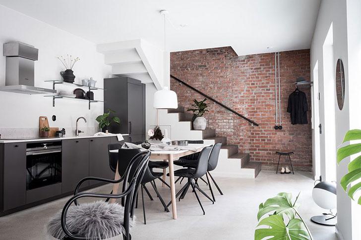 Двухуровневая квартира в Швеции с деревянной и кирпичной стенами (71 кв. м)