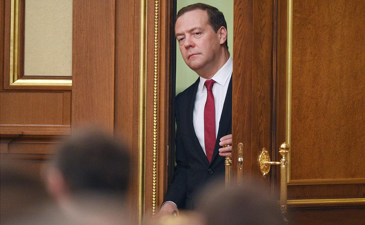 Медведев дал денег.  Удивительно щедрый премьер