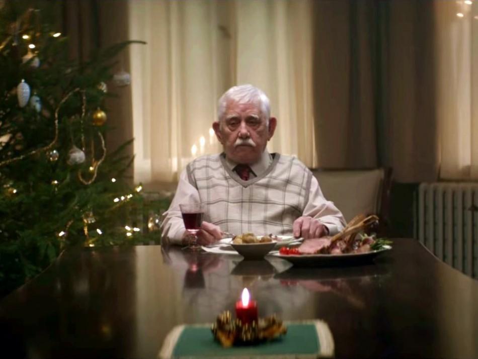 Когда он узнал, что дети опять не приедут к нему на Рождество, он решился на крайние меры...