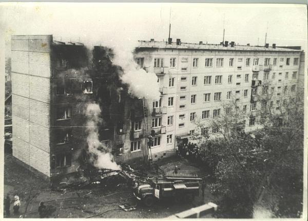 1976 год : Самолет в Новосибирске таранит жилой дом