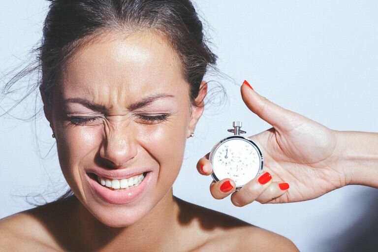 5 вредных привычек, из-за которых кожа состарится быстрее