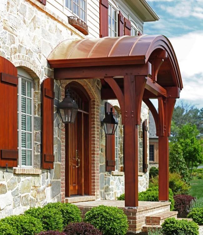 Выбирайте качественный дизайн козырька, чтобы не только защитить крыльцо, но и украсить дом