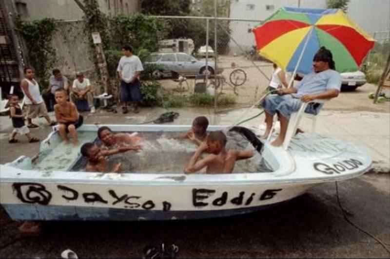 6. Вообще-то катер должен быть на воде, а не вода в катере бассейн, своими руками