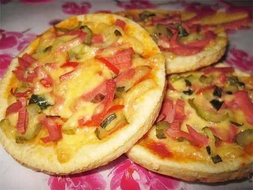 Творожные лепешки-пиццы