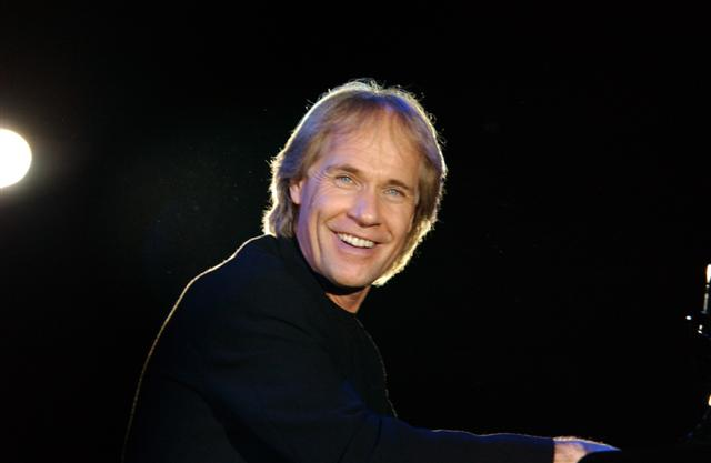 Richard Clayderman on stage (3)