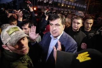 Саакашвили во главе колонны сторонников начал марш к администрации Порошенко