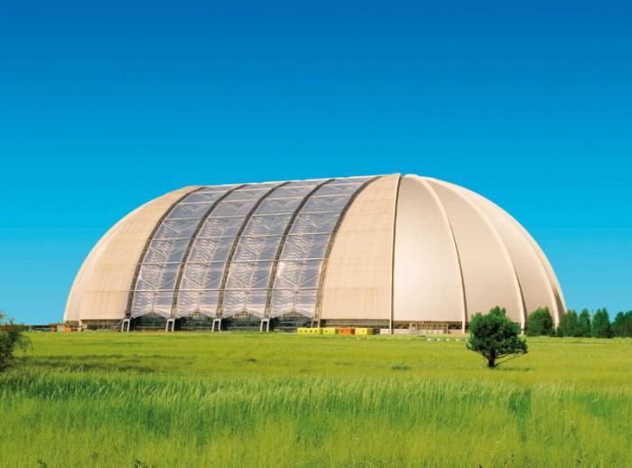 Гигантский аквапарк, построенный в самолетном ангаре