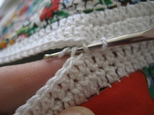 Делаем плед из лоскутков ткани, обвязанных крючком. Мастер-класс