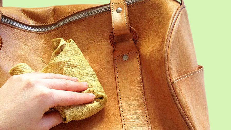 Как почистить кошелек красного цвета в домашних условиях