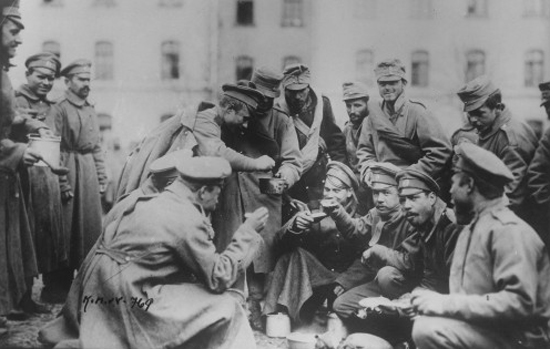 «Немецкие солдаты стали… переползать к русским «товарищам» и брататься с ними»