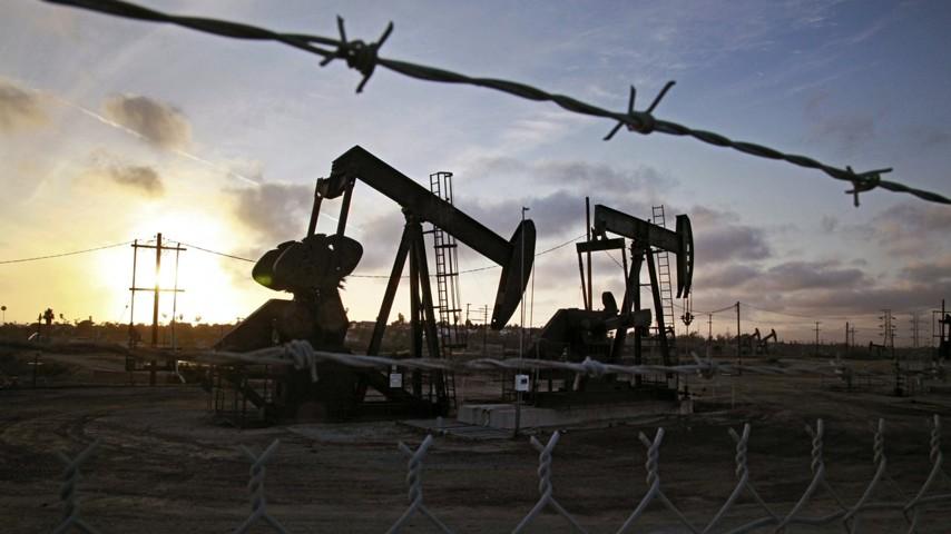 На нефтяном рынке произошел новый обвал котировок