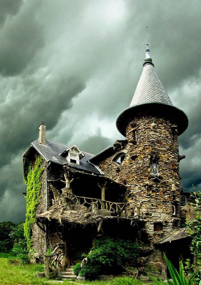 11. Замок Maison de Sorcière Avec Ciel d'orage во Франции. в мире, дом