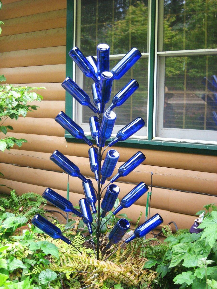 Дерево из стеклянных бутылок
