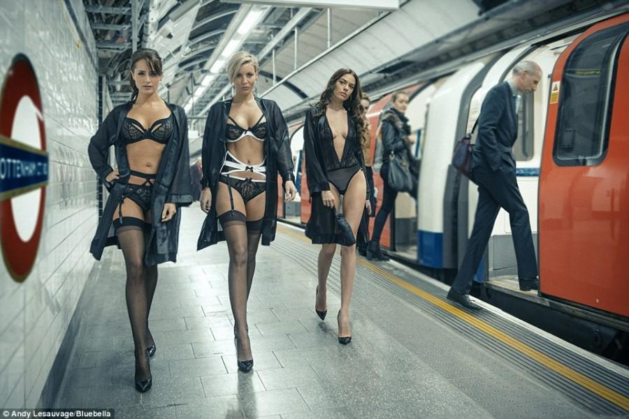 Показ новой коллекции белья Bluebella в лондонской подземке...