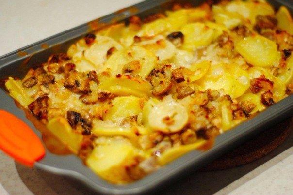 Сытный ужин без особых усилий: запеченная картошка с грибами