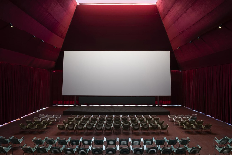 Летний кинотеатр Garage Screen в Москве