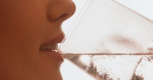 Женщина выпивала 3 литра воды в день на протяжении 4 недель! Результаты вас шокируют!