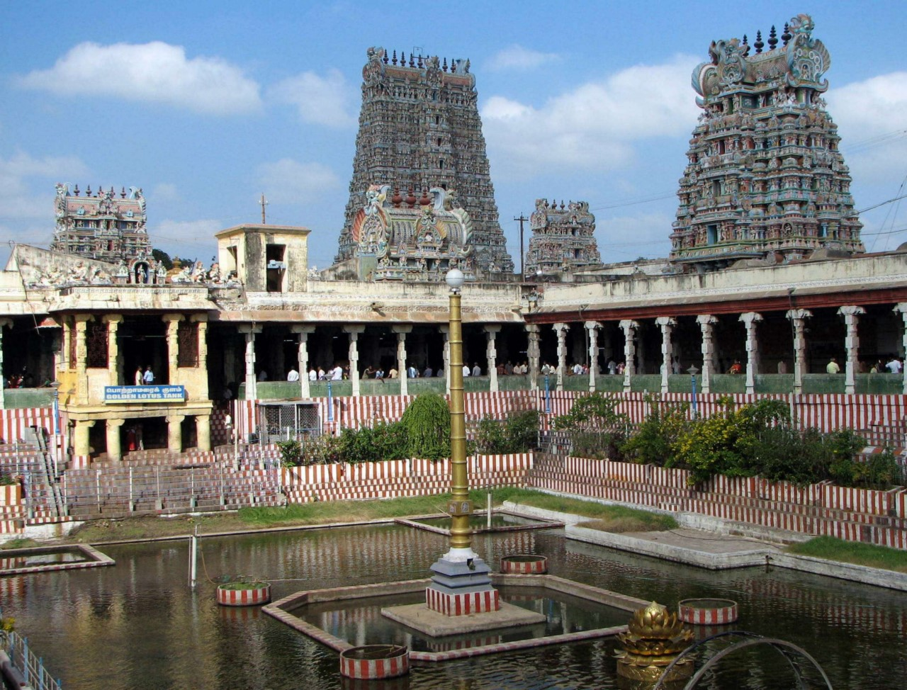 madurai meenakshi amman temple Information about meenakshi amman temple in madurai like attractions, visiting timings, history, entrance fee, how to reach, instructions, dress code.