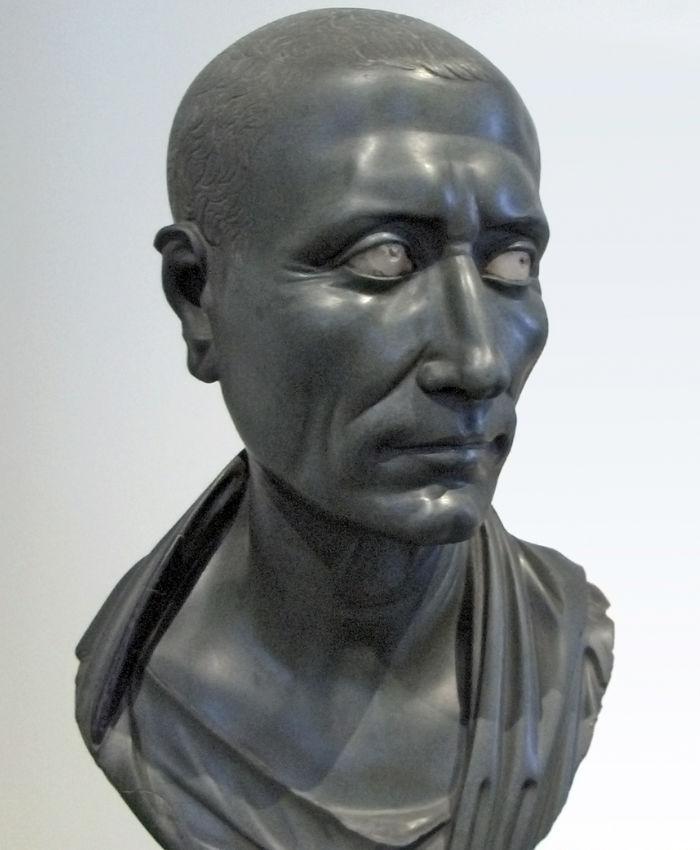 «Зеленый Цезарь» из экспозиции Старого музея. I век до н. э.