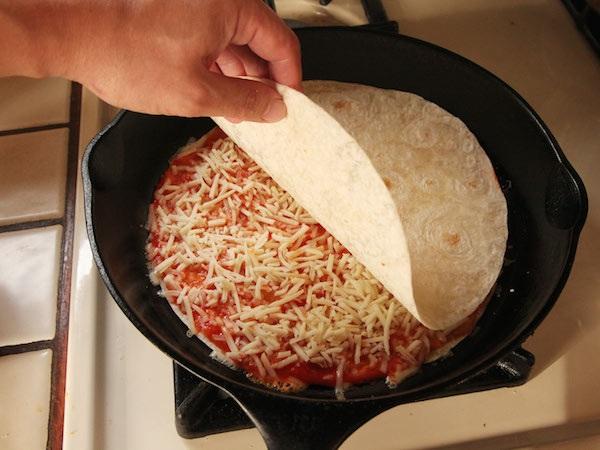 Экспресс-рецепт вкусной пиццы из 3 ингредиентов  - 10 минут и блюдо готово!