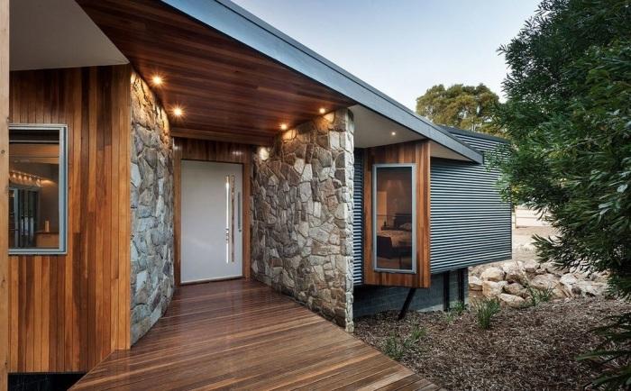 На сегодняшний день большинство конструкций крыльца изготавливаются из бетона, камня и дерева.
