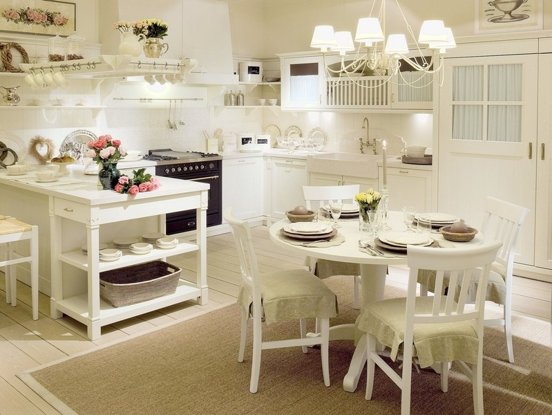 При правильном расположении световых элементов, можно подчеркнуть все прелести кухни в стиле прованс