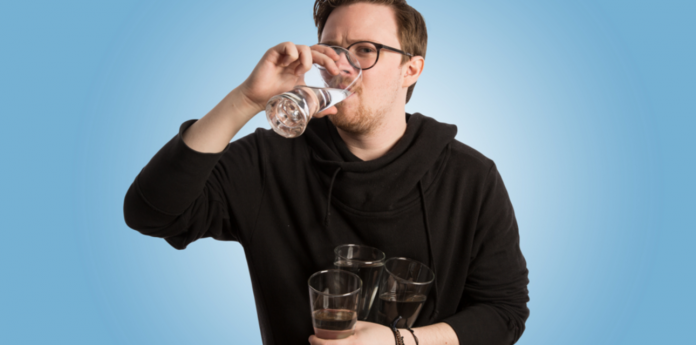 Я пил по 3 литра воды в день месяц подряд. И вот что из этого вышло