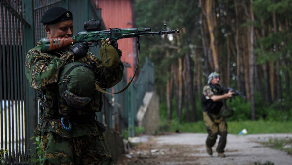 Захарченко: в боях под Марьинкой убиты около 400 киевских силовиков