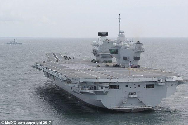 Пишет Daily Mail: Россия назвала новый британский авианосец «удобной целью»