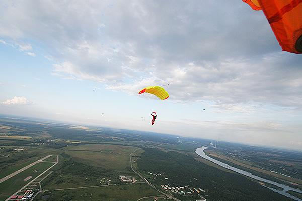 В Татарстане разбилась парашютистка