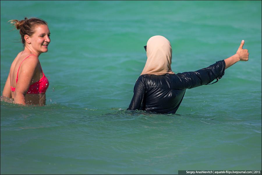 Как купаются в море мусульманки