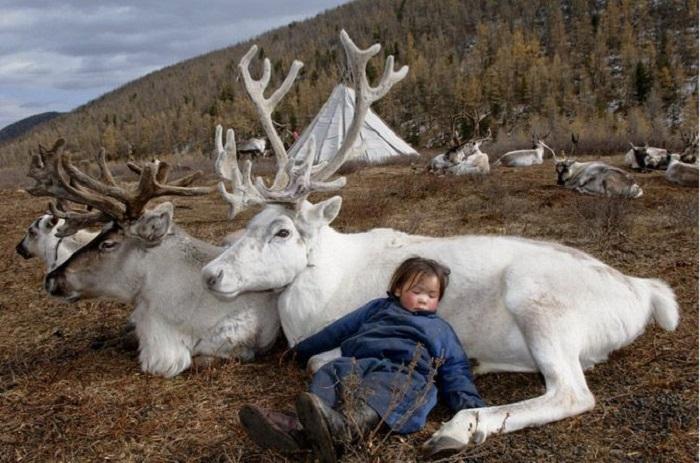 Это странное племя живет в единстве с природой