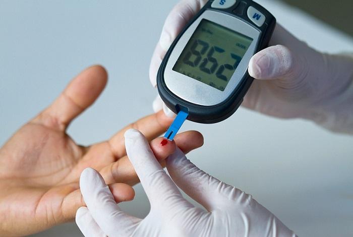 5 ранних признаков высокого уровня сахара в крови (и как лечиться)