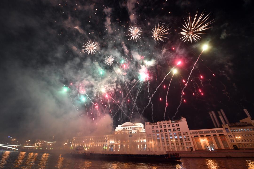 Салют в Москве на День города прогремит с 30 площадок.