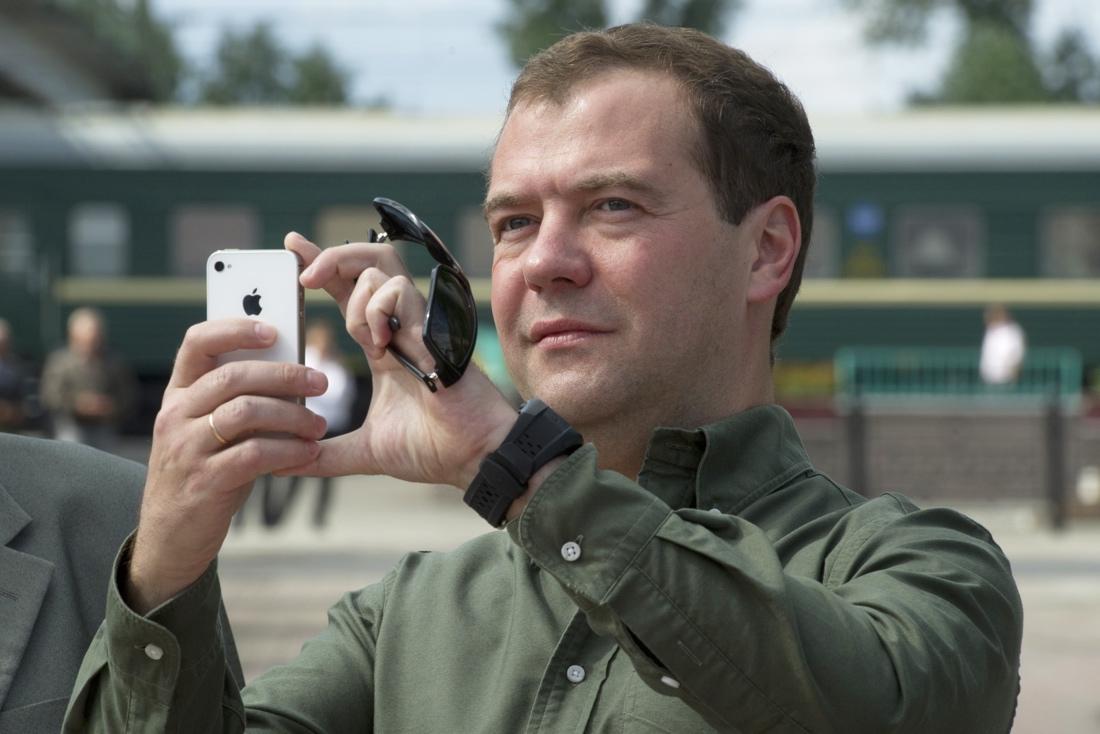 На разработку операционной системы смартфонов для российских чиновников выделяется 160 миллиардов рублей.